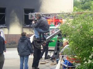 Trennungsvater Mühlbauer in Rolle im Tatort, hier am Set